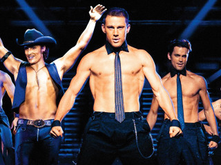 Magic Mike: sixpack, sixpack everywhere.