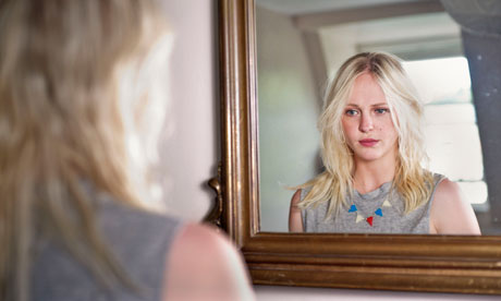 laura-marling-at-home-in--007