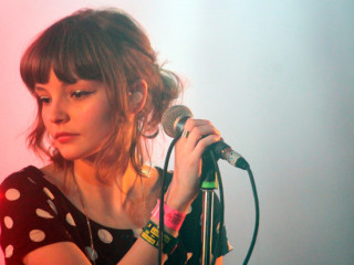 "Escucha a Laura Mayberry de CHVRCHES covereando a RATM con ""Killing in the Name"""