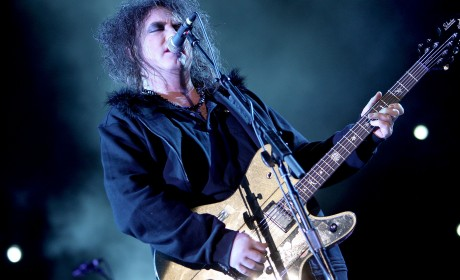 coachella-09-robt-smith-the-cure-4-19-09-460x280