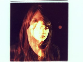 "Julia Holter anuncia la salida de ""Loud City Song"" y lanza su primer single"