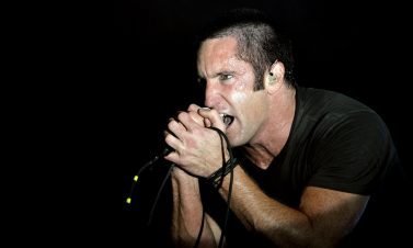 "Mira a Nine Inch Nails interpretando por primera vez en vivo el tema ""All The Love In The World"""